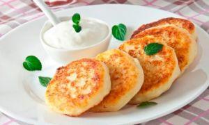 Запекаем сырники с добавлением овсяной муки в духовке и на сковороде