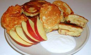 Рецепт оладий с яблоками на дрожжах